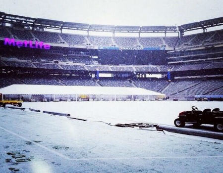 MetLife Stadium, home of Super Bowl XLVIII, covered in snow <span class=meta>(Courtesy @setforward)</span>