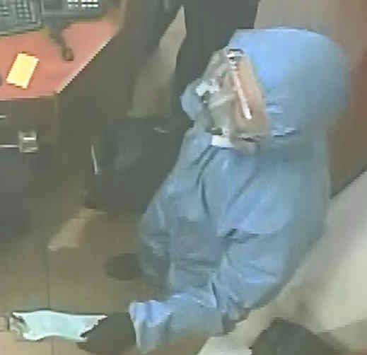 "<div class=""meta ""><span class=""caption-text "">Police have released images of th suspects wanted in connection with a brazen jewelry store robbery in Ramsey</span></div>"