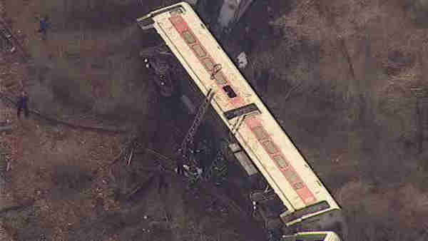 A Metro-North train derailed in the Bronx Sunday morning, leaving 4 people dead and dozens of others injured.