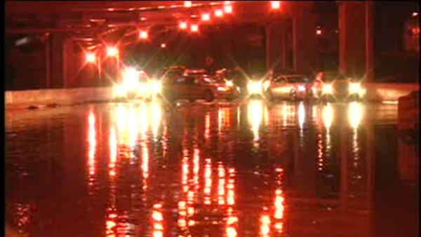 "<div class=""meta ""><span class=""caption-text "">A water main break flooded streets in East Harlem and affected drivers on the Harlem River Drive Sunday night</span></div>"