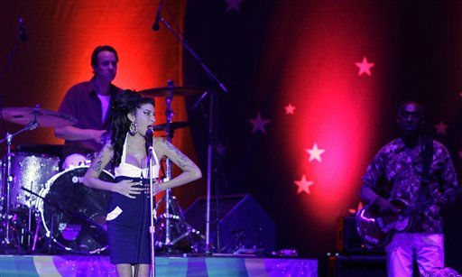 "<div class=""meta ""><span class=""caption-text "">British artist Amy Winehouse performs in concert in Sao Paulo, Brazil, Saturday Jan. 15, 2011. (AP Photo/Nelson Antoine) (AP Photo/ Nelson Antoine)</span></div>"