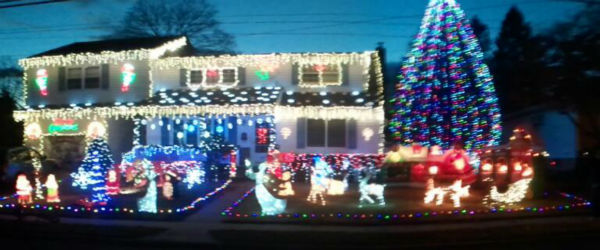 "<div class=""meta ""><span class=""caption-text "">Display by Mark in Westchester, NY. (WABC Photo)</span></div>"
