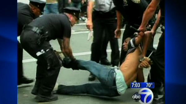 "<div class=""meta ""><span class=""caption-text "">'Occupy Wall Street' protest get violent</span></div>"