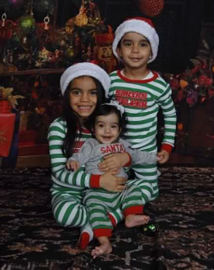 "<div class=""meta ""><span class=""caption-text "">Enjoy these cute holiday pictures of kids and pets that were sent into Eyewitness News by viewers. (WABC Photo)</span></div>"