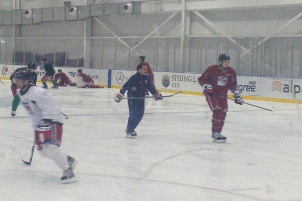 The Rangers hit the ice on Sunday afternoon, officially kicking off the condensed NHL season. The Blueshirts have little time to waste - with the season opening next Saturday, that gives them just six days of camp.   <span class=meta>(Laura Behnke)</span>