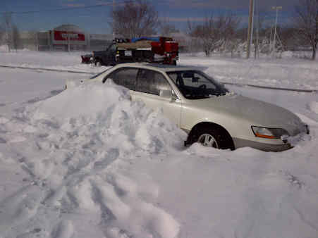 "<div class=""meta ""><span class=""caption-text "">Cars got stranded on Nesconsett Highway after the storm that covered Suffolk County with snow.</span></div>"