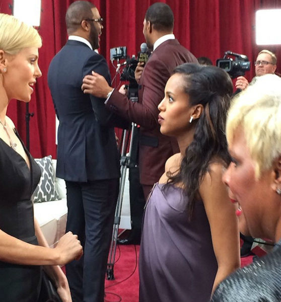 Kerry Washington talks to Charlize Theron on the Red Carpet.