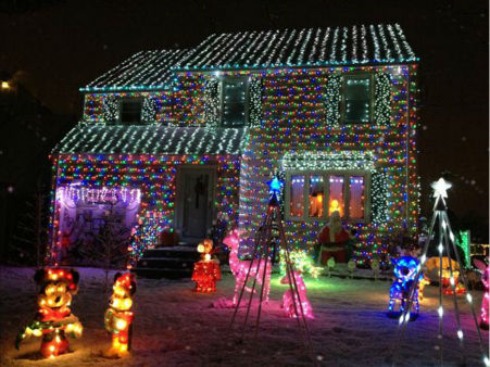 "<div class=""meta ""><span class=""caption-text "">A decorated home in North Arlington, New Jersey. (WABC Photo)</span></div>"