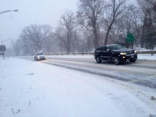 Saw Mill River Pkwy in Yonkers. Snow covered but moving <span class=meta>(Marcus Solis)</span>