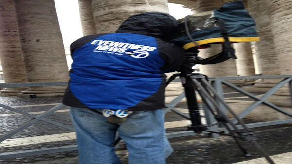"<div class=""meta ""><span class=""caption-text "">""Angelo Martin hard at work @eyewitnessnyc #Pope #Conclave"" -@KimDillon </span></div>"