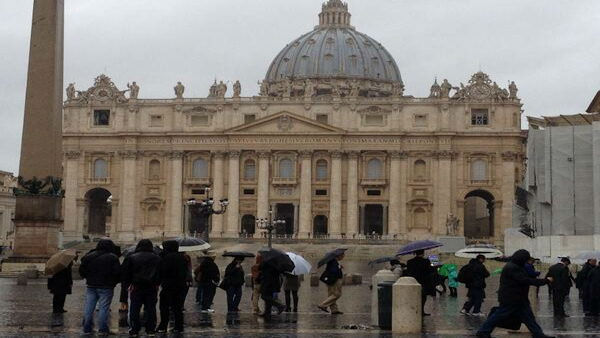 """Prayer service soon in St Peter's Basilica."" -@KimDillon"