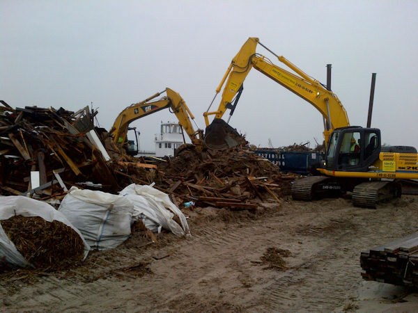 Fire Island cleanup from Superstorm Sandy begins (Kristin Thorne)