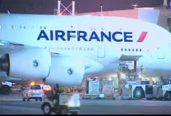 "<div class=""meta ""><span class=""caption-text "">JFK airport officials say a Comair flight from Boston landed around 8 p.m. and was heading toward the gate when the Air France Airbus A380, the world's biggest commercial jet, hit its tail while taxiing for takeoff. The smaller regional flight was tossed around like a toy. No injuries were reported.</span></div>"