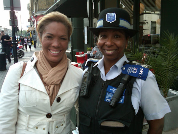 "<div class=""meta image-caption""><div class=""origin-logo origin-image ""><span></span></div><span class=""caption-text"">Kemberly RIchardson poses with a London police officer</span></div>"