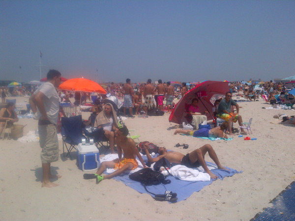 The crowd on Jones Beach on June 20, 2012. (Photo by Kristin Thorne)