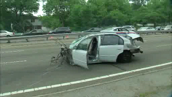 2 people were killed and 4 others injured when police say a driver lost control and hit a barrier on the Grand Central Parkway in Queens.