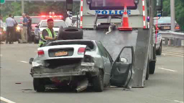 "<div class=""meta image-caption""><div class=""origin-logo origin-image ""><span></span></div><span class=""caption-text"">2 people were killed and 4 others injured when police say a driver lost control and hit a barrier on the Grand Central Parkway in Queens.</span></div>"