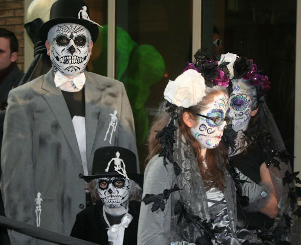 "<div class=""meta image-caption""><div class=""origin-logo origin-image ""><span></span></div><span class=""caption-text"">Some of the contestants for Live's annual Halloween show on October 31, 2011. (WABC Photo/ Bob Monek)</span></div>"
