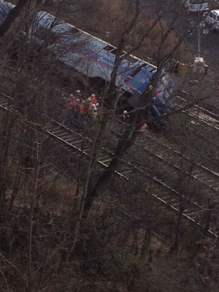 Crews on the scene of the Metro-North derailment on Sunday, December 1, 2013. <span class=meta>(WABC Photo&#47; Renee Washington)</span>