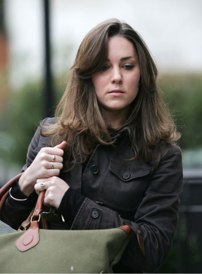 "<div class=""meta ""><span class=""caption-text "">Kate Middleton, girlfriend of Britain Prince William, arrives at her home in London, Monday, Jan. 8, 2007.  Middleton will celebrate her 25th birthday on Tuesday Jan. 9. (AP Photo/Sang Tan) (AP Photo/ SANG TAN)</span></div>"