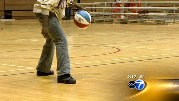 'Holiday Hoops'  program keeps at-risk kids off streets