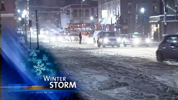 Storm dumps more snow on Chicago-area