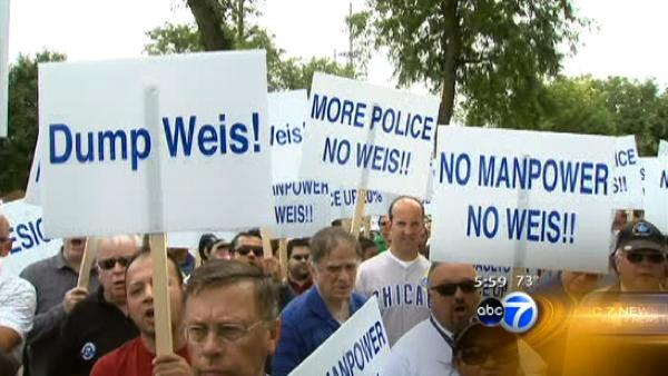 Police union members protest against Supt. Weis