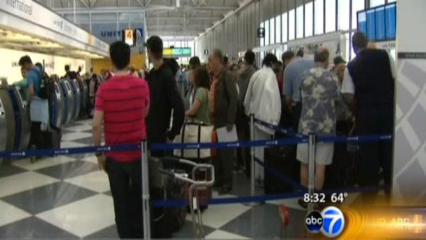 Problems continue for United passengers at O'Hare