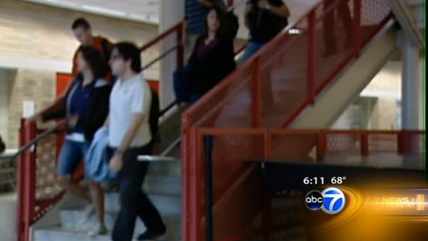 Emanuel pushes longer Chicago school day