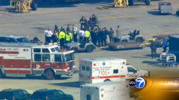 1 hurt after battery discharges at O'Hare
