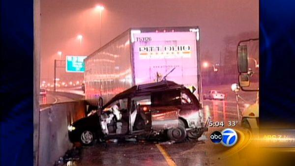 2 die in 6-vehicle crash on Dan Ryan