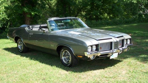Lance Becvar's 1972 Oldsmobile cutlass 442 Convertible