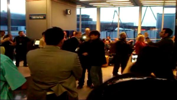 Cell Phone Video: Blagojevich at O'Hare