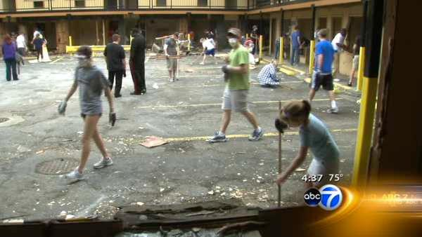 Volunteers help tear down 'rooftop pastor's' motel