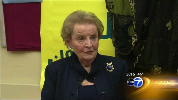 Albright speaks to local students