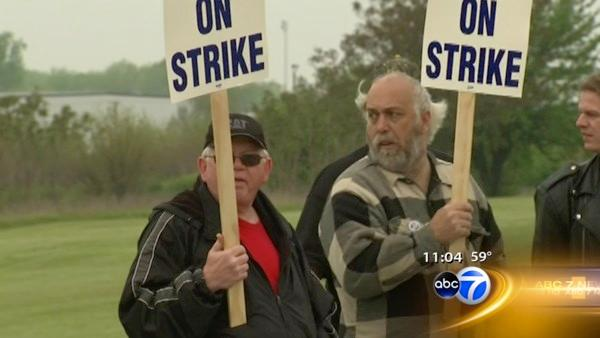 Nearly 800 Joliet Caterpillar workers on strike
