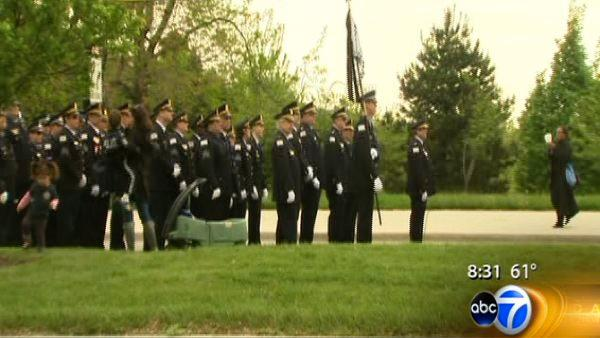 Marchers pay tribute to fallen Chicago officers