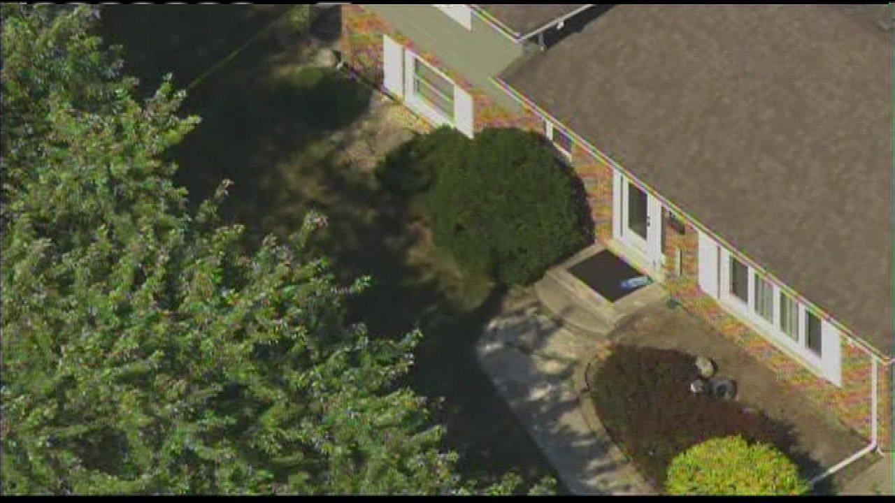 2 found dead in Dyer home