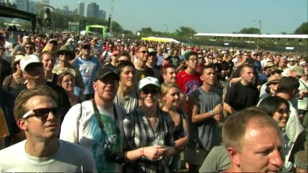 Thousands in Grant Park for first day of Lollapalooza