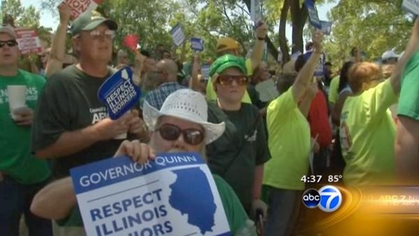Hecklers take on Quinn at Illinois State Fair