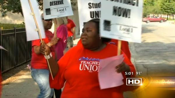 Teachers union, board resume negotiating