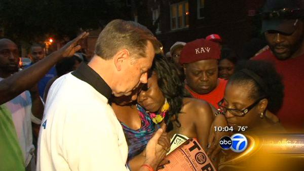 Fr. Pfleger holds anti-violence event