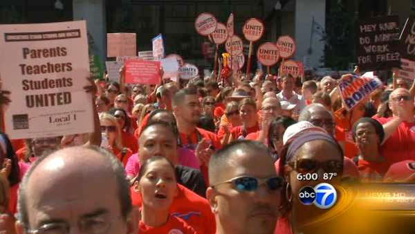 CTU teachers rally in Daley Plaza