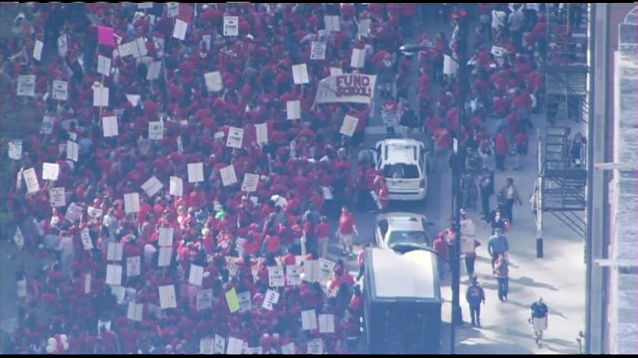 Rolling closures in the Loop due to teachers rally