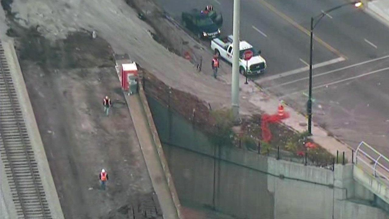 Ramp from inbound Skyway to Dan Ryan local lanes closed