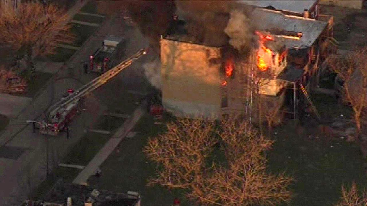 Vacant building burns on Chicago's West Side