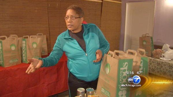 Derrick Rose's mother giving back to Englewood community