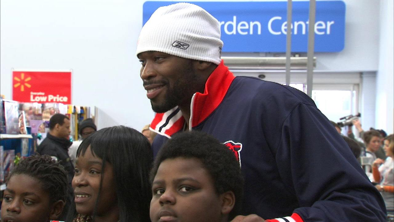 About 200 Chicago kids got to enjoy some holiday shopping Monday, Dec. 17, 2012, with Bears defensive lineman Israel Idonije.