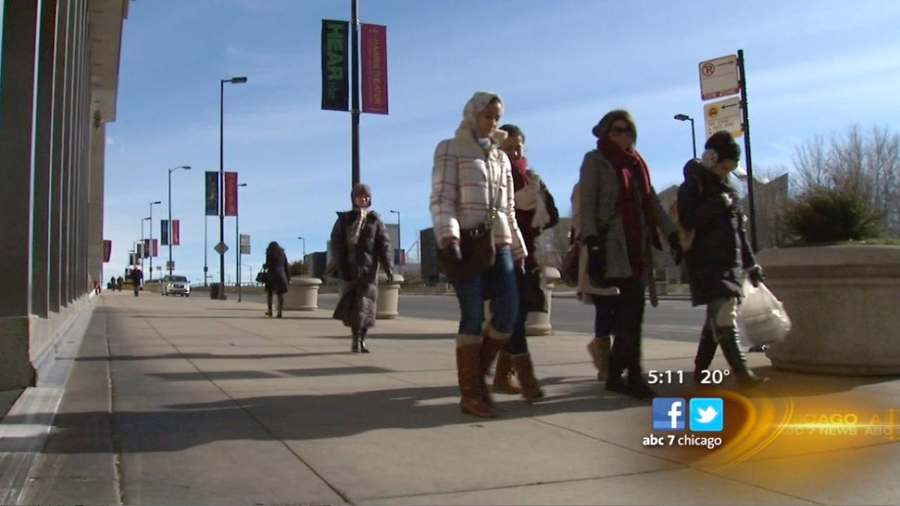 Chicagoans bear frigid temperatures as winter moves in