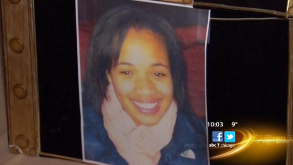 Supporters gather to help Hadiya Pendleton's family